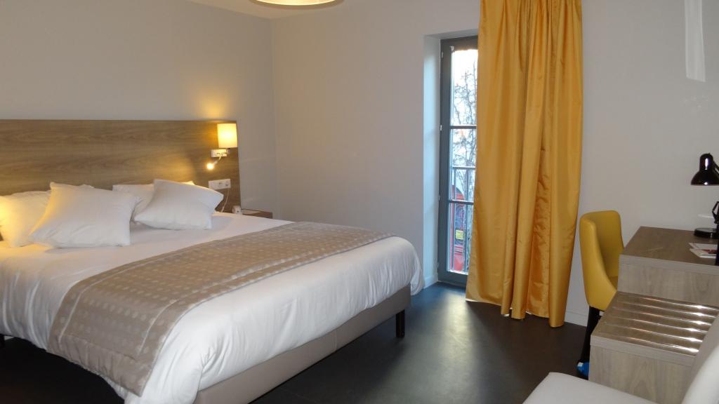 Chambre d 39 h tel r server au parc h tel pompadour situ for Reserver chambre hotel